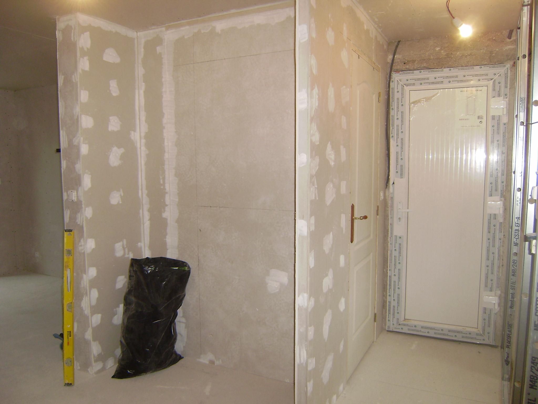 Une maison peut en cacher une autre page 2 for Grand placard salon